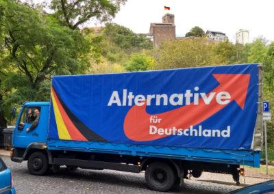 AfD-Truck vor Wartburg